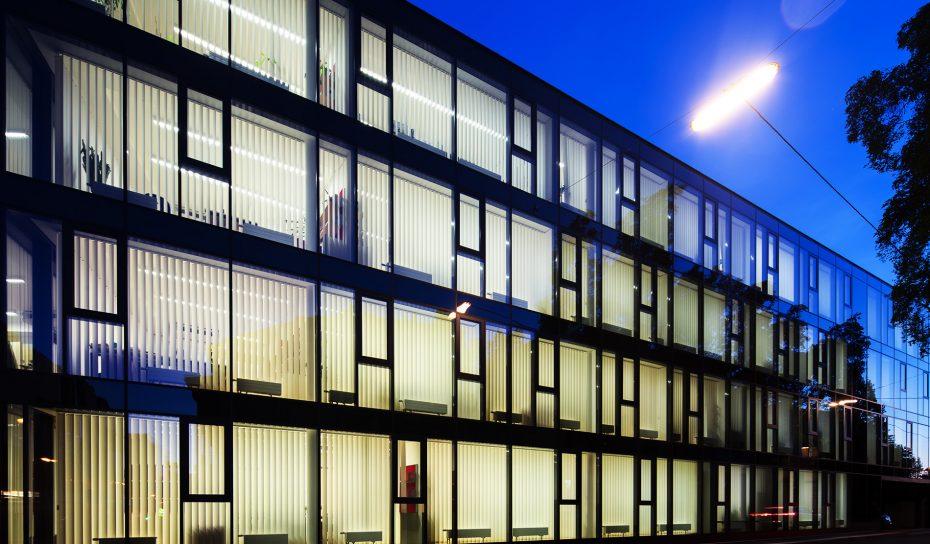 Nacht Fassade Oberlandesgericht Museumsstrasse